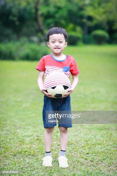 Jongen met voetbal