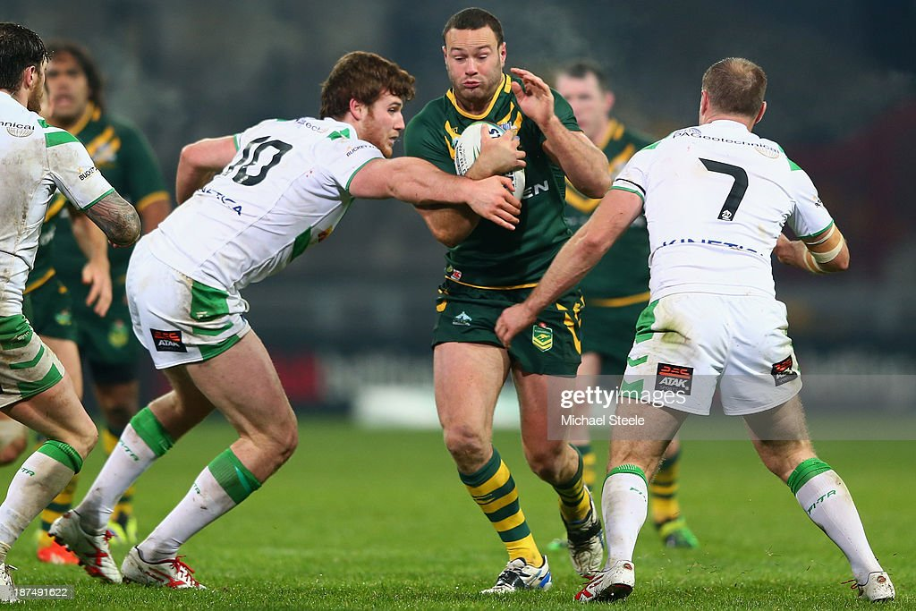 <a gi-track='captionPersonalityLinkClicked' href=/galleries/search?phrase=Boyd+Cordner&family=editorial&specificpeople=7857347 ng-click='$event.stopPropagation()'>Boyd Cordner</a> (C) of Australia runs into Anthony Mullally (L) and <a gi-track='captionPersonalityLinkClicked' href=/galleries/search?phrase=Liam+Finn&family=editorial&specificpeople=2173238 ng-click='$event.stopPropagation()'>Liam Finn</a> (R) of Ireland during the Rugby League World Cup Group A match between Australia and Ireland at Thomond Park on November 9, 2013 in Limerick, .