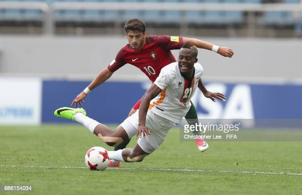 Boyd Musonda of Zambia battles with Xadas of Portugal during the FIFA U20 World Cup Korea Republic 2017 group C match between Zambia and Portugal at...