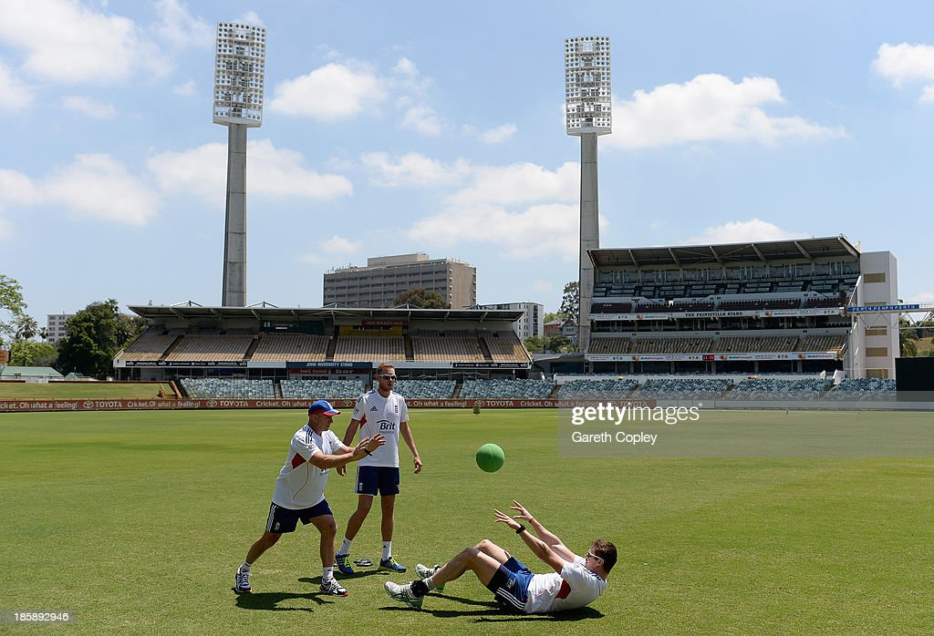 Boyd Rankin of England trains with fitness coach Huw Bevan as <a gi-track='captionPersonalityLinkClicked' href=/galleries/search?phrase=Stuart+Broad&family=editorial&specificpeople=574360 ng-click='$event.stopPropagation()'>Stuart Broad</a> looks on during a training session at WACA on October 26, 2013 in Perth, Australia.