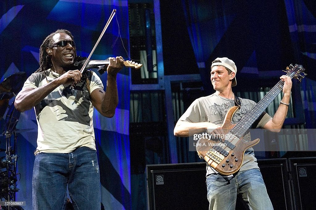 Boyd Tinsley and Stefan Lessard of the Dave Matthews Band