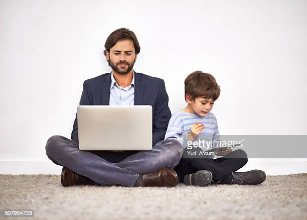 Los niños les encantan los juguetes digital.