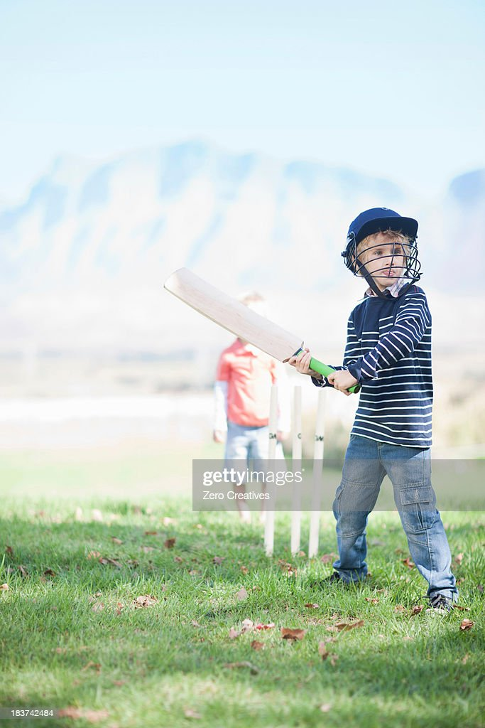 the cricket boy A long time ago, cricket fighting caught on inthe imperial court, withthe emperor leading the fad a local magistrate in huayin, who wanted to winthe favor of the.