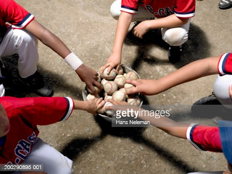 Boys (8-10) taking baseballs out of bucket, elevated view : Foto de stock