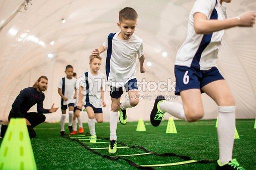 男の子 のトレーニング : ストックフォト