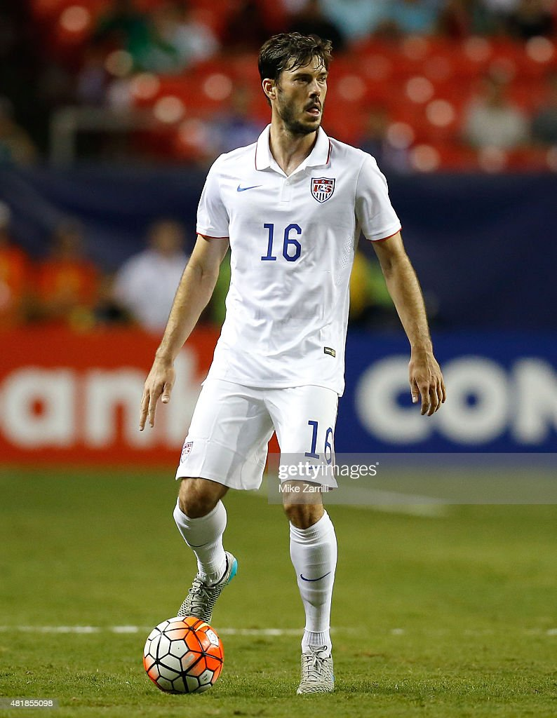 Evans (CO) United States  city images : Brad Evans of the United States looks to pass during the 2015 CONCACAF ...