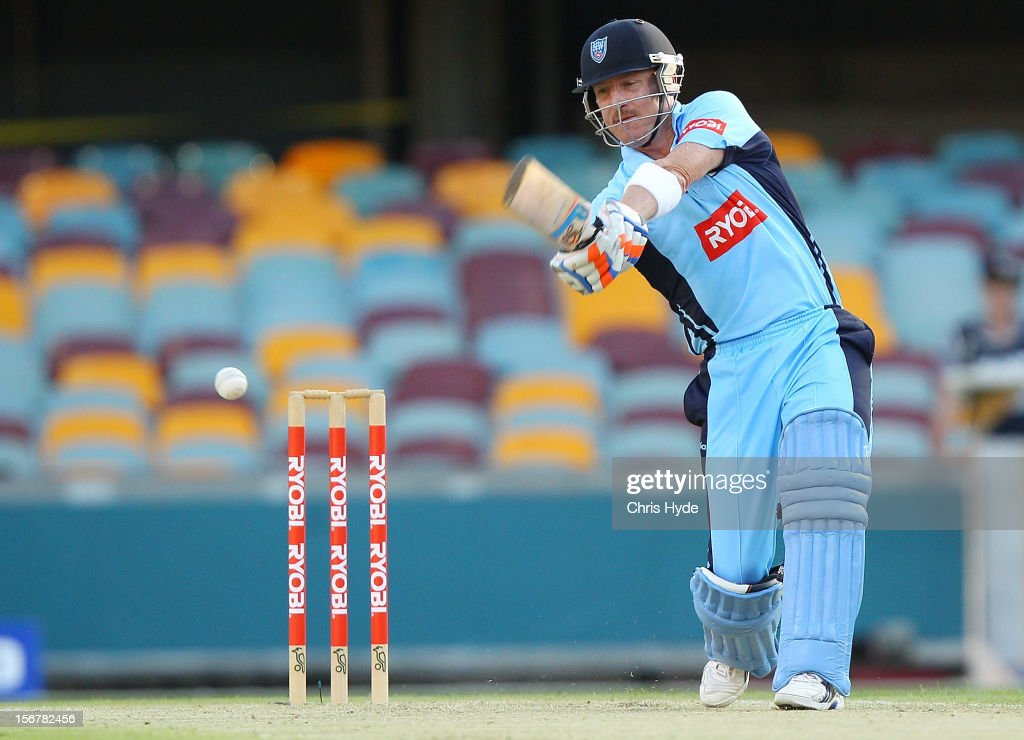 <a gi-track='captionPersonalityLinkClicked' href=/galleries/search?phrase=Brad+Haddin&family=editorial&specificpeople=193800 ng-click='$event.stopPropagation()'>Brad Haddin</a> of the Blues bats during the Ryobi One Day Cup match between the Queensland Bulls and the New South Wales Blues at The Gabba on November 21, 2012 in Brisbane, Australia.