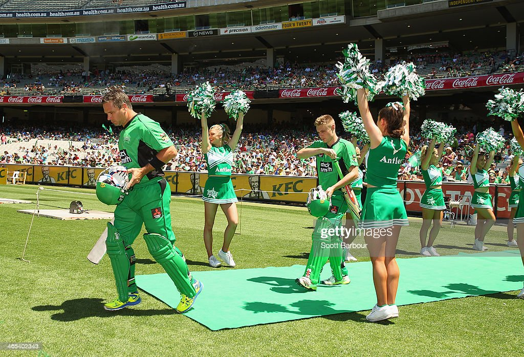 Brad Hodge and Luke Wright of the Stars walk out to bat during the Big Bash League match between the Melbourne Stars and the Perth Scorchers at Melbourne Cricket Ground on January 27, 2014 in Melbourne, Australia.