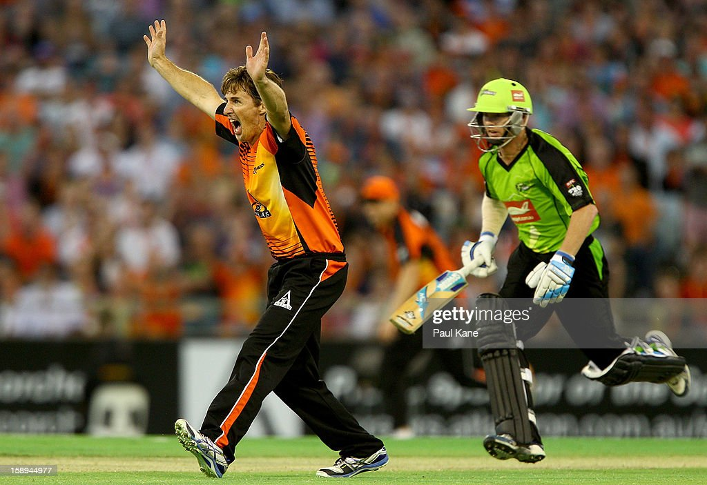 <a gi-track='captionPersonalityLinkClicked' href=/galleries/search?phrase=Brad+Hogg&family=editorial&specificpeople=211604 ng-click='$event.stopPropagation()'>Brad Hogg</a> of the Scorchers appeals for the wicket of Scott Coyte of the Thunder during the Big Bash League match between the Perth Scorchers and the Sydney Thunder at WACA on January 4, 2013 in Perth, Australia.
