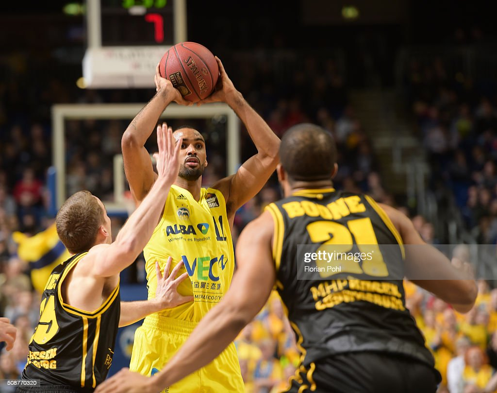 Brad Loesing of the MHP Riesen Ludwigsburg, Akeem Vargas of ALBA Berlin and Jason Boone of the MHP Riesen Ludwigsburg during the game between Alba Berlin and the MHP Riesen Ludwigsburg on february 6, 2016 in Berlin, Germany.