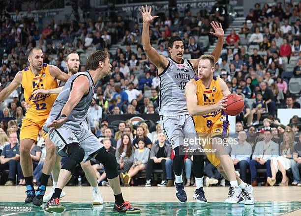 Brad Newley of the Sydney Kings drives to the basket during the round eight NBL match between Melbourne United and the Sydney Kings at Hisense Arena...