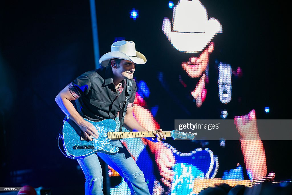 Brad Paisley performs in concert at Nikon at Jones Beach Theater on August 4, 2016 in Wantagh, New York.