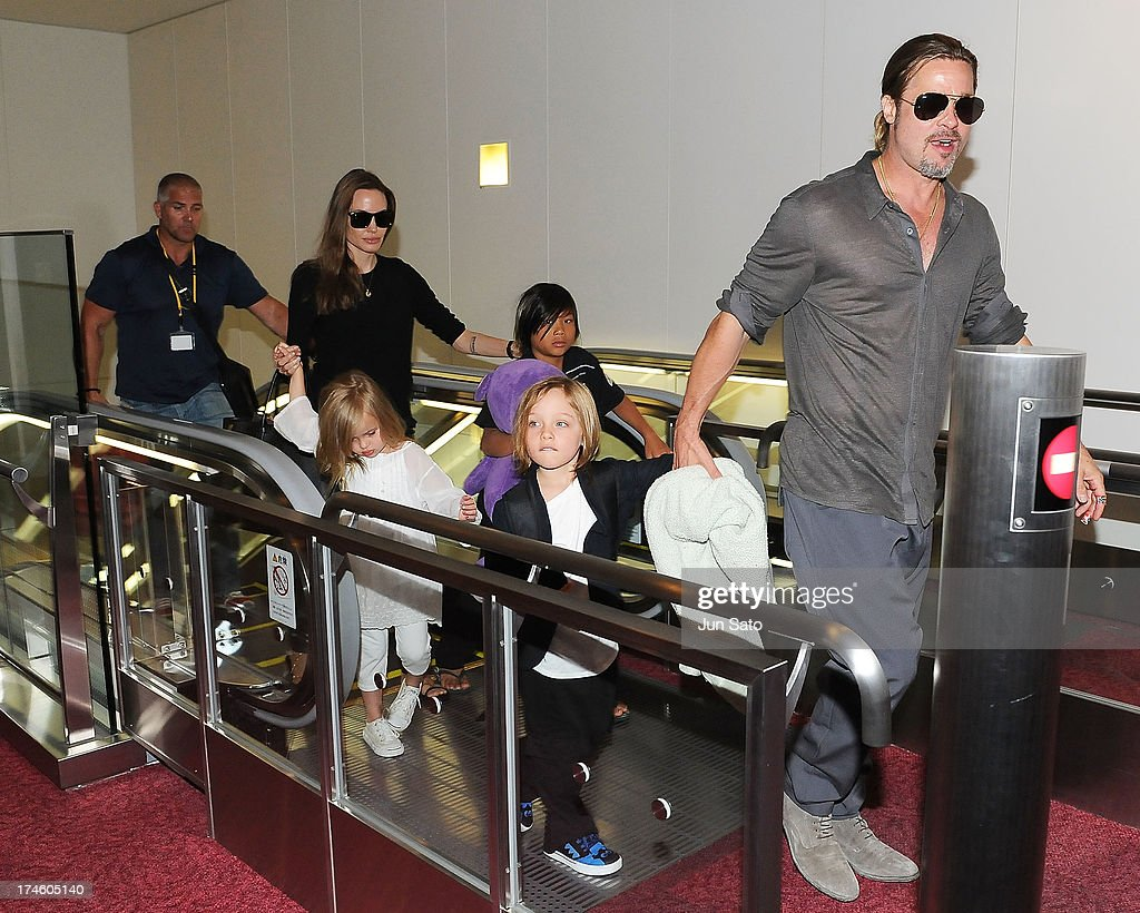 <a gi-track='captionPersonalityLinkClicked' href=/galleries/search?phrase=Brad+Pitt+-+Actor&family=editorial&specificpeople=201682 ng-click='$event.stopPropagation()'>Brad Pitt</a>, <a gi-track='captionPersonalityLinkClicked' href=/galleries/search?phrase=Angelina+Jolie&family=editorial&specificpeople=201591 ng-click='$event.stopPropagation()'>Angelina Jolie</a> and their children Pax, Knox and Vivienne arrive at Tokyo International Airport on July 28, 2013 in Tokyo, Japan.