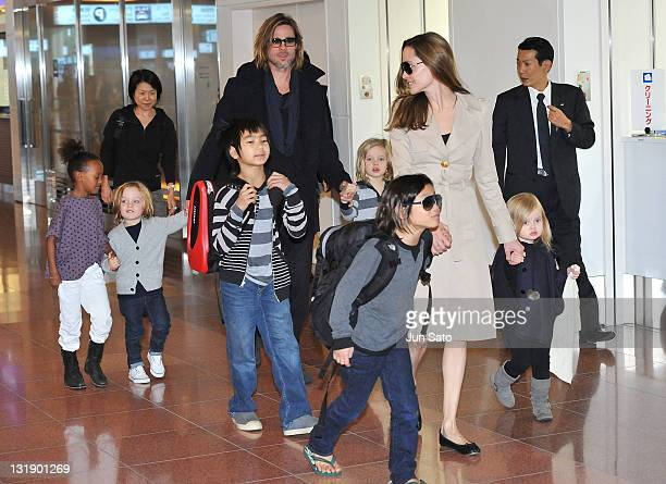 Brad Pitt Angelina Jolie and their six children Maddox Pax Zahara Shiloh Knox and Vivienne arrive at Haneda International Airport on November 8 in...