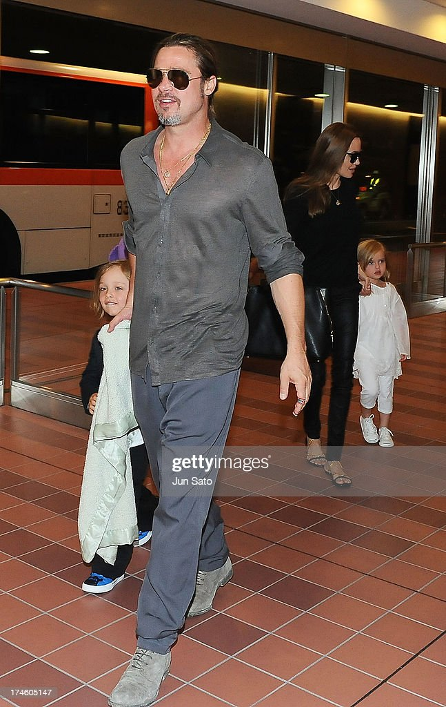 <a gi-track='captionPersonalityLinkClicked' href=/galleries/search?phrase=Brad+Pitt+-+Actor&family=editorial&specificpeople=201682 ng-click='$event.stopPropagation()'>Brad Pitt</a>, <a gi-track='captionPersonalityLinkClicked' href=/galleries/search?phrase=Angelina+Jolie&family=editorial&specificpeople=201591 ng-click='$event.stopPropagation()'>Angelina Jolie</a>, Knox Jolie-Pitt and Vivienne Jolie-Pitt arrive at Tokyo International Airport on July 28, 2013 in Tokyo, Japan.