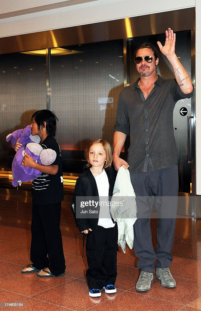 <a gi-track='captionPersonalityLinkClicked' href=/galleries/search?phrase=Brad+Pitt+-+Actor&family=editorial&specificpeople=201682 ng-click='$event.stopPropagation()'>Brad Pitt</a>, Pax Jolie-Pitt and Knox Jolie-Pitt arrive at Tokyo International Airport on July 28, 2013 in Tokyo, Japan.
