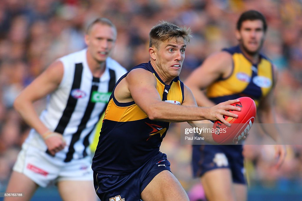 Brad Sheppard of the Eagles looks to pass the ball during the round six AFL match between the West Coast Eagles and the Collingwood Magpies at Domain Stadium on May 1, 2016 in Perth, Australia.