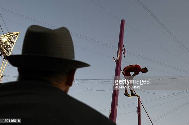 US' Brad Walker competes in the men's pole vault final at the athletics event of the London 2012 Olympic Games on August 10 2012 in London AFP PHOTO...