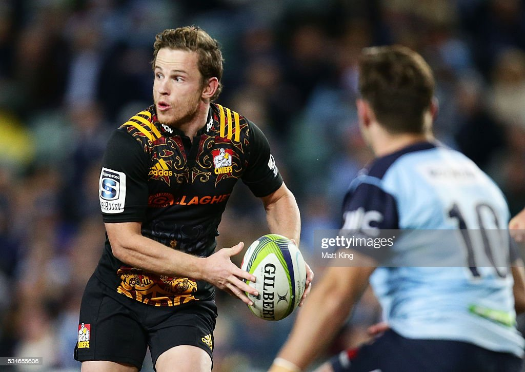 Brad Weber of the Chiefs runs with the ball during the round 14 Super Rugby match between the Waratahs and the Chiefs at Allianz Stadium on May 27, 2016 in Sydney, Australia.