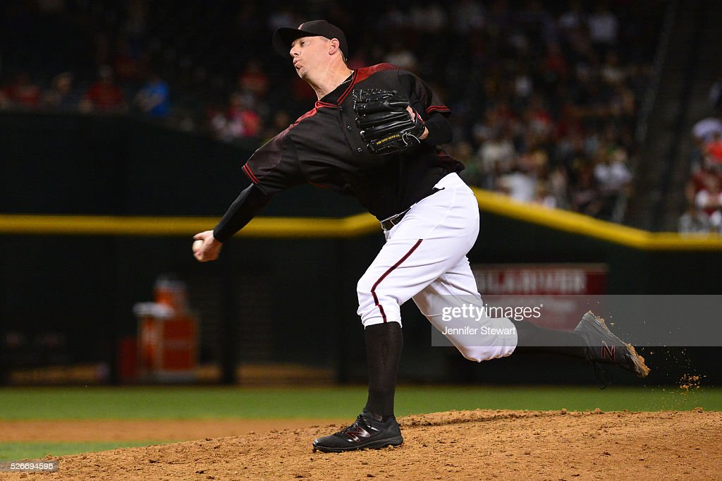Brad Ziegler #29 of the Arizona Diamondbacks delivers a pitch in the ninth inng against the Colorado Rockies at Chase Field on April 30, 2016 in Phoenix, Arizona.