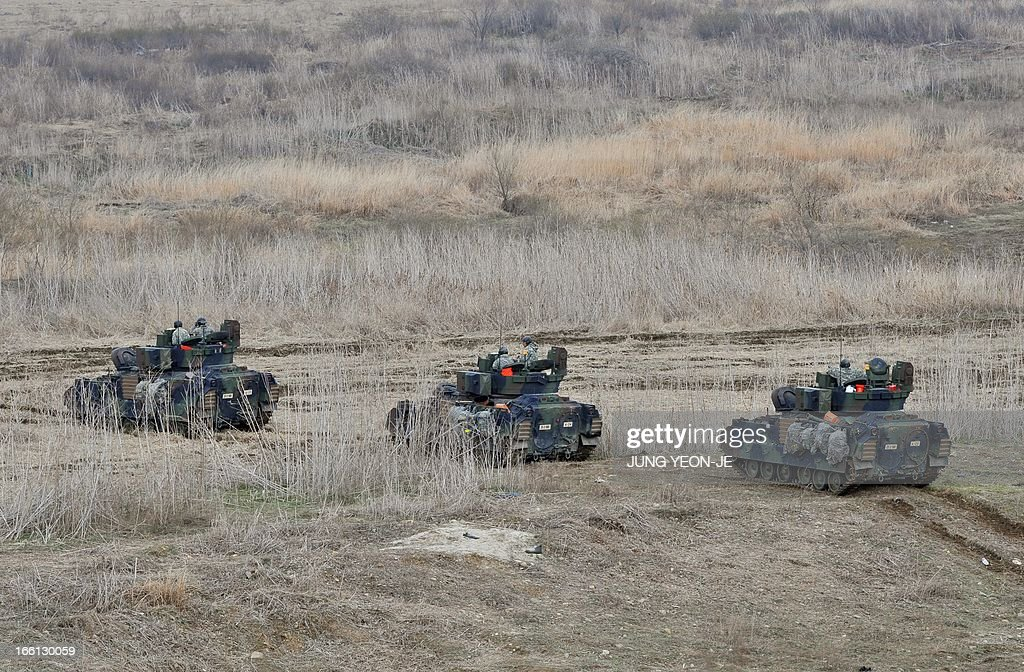 US Bradley armored vehicles move at a military training field in the border city of Yeoncheon, northeast of Seoul, on April 9, 2013. North Korea said on April 9 the Korean peninsula was headed for 'thermo-nuclear' war and advised foreigners in South Korea to consider evacuation -- a warning that was largely greeted with indifference. AFP PHOTO / JUNG YEON-JE