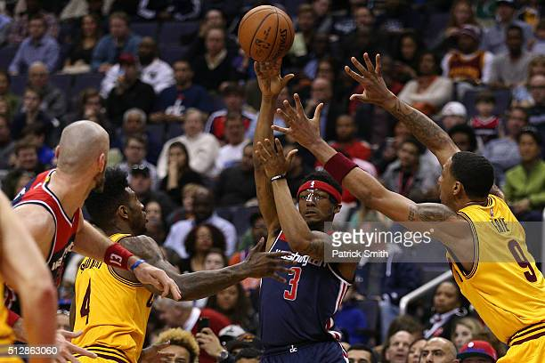 Bradley Beal of the Washington Wizards passes in front of Channing Frye of the Cleveland Cavaliers during the second half at Verizon Center on...