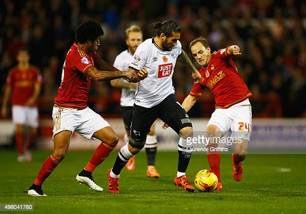 Bradley Johnson of Derby County takes on David Vaughan and Ryan Mendes of Nottingham Forest during the Sky Bet Championship match between Nottingham...