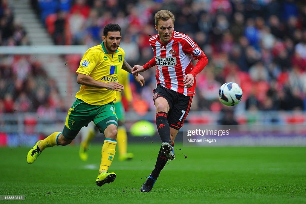 Bradley Johnson of Norwich in action with <a gi-track='captionPersonalityLinkClicked' href=/galleries/search?phrase=Sebastian+Larsson&family=editorial&specificpeople=719331 ng-click='$event.stopPropagation()'>Sebastian Larsson</a> of Sunderland during the Barclays Premier League match between Sunderland and Norwich City at the Stadium of Light on March 17, 2013 in Sunderland, England.