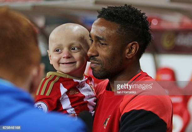 Bradley Lowery with Jermain Defoe of Sunderland prior to the Premier League match between Sunderland and Chelsea at Stadium of Light on December 14...