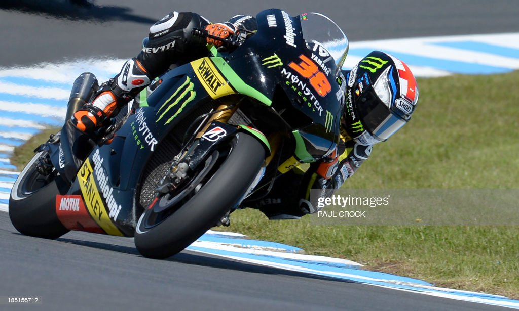 Bradley Smith of Britain leans his Yamaha through a corner during the first practice for the Australian MotoGP Grand Prix at Phillip Island on October 18, 2013. IMAGE STRICTLY RESTRICTED TO EDITORIAL USE - STRICTLY NO COMMERCIAL USE. AFP PHOTO/Paul Crock