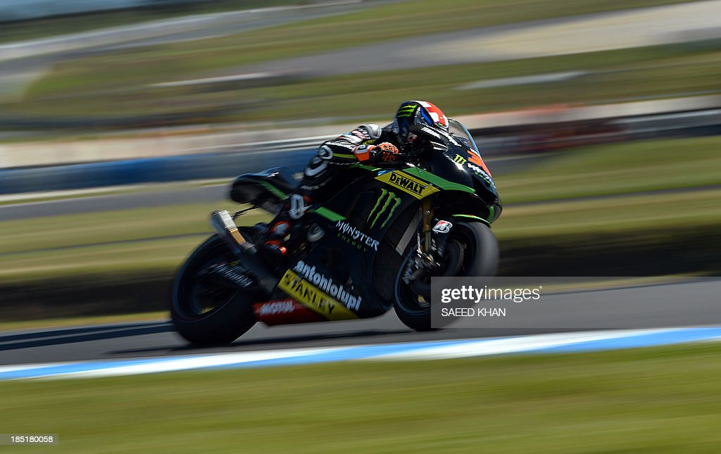 Bradley Smith of Britain powers his Yamaha during the second practice session of the Australian MotoGP Grand Prix at Phillip Island on October 18, 2013. AFP PHOTO/ Saeed KHAN USE