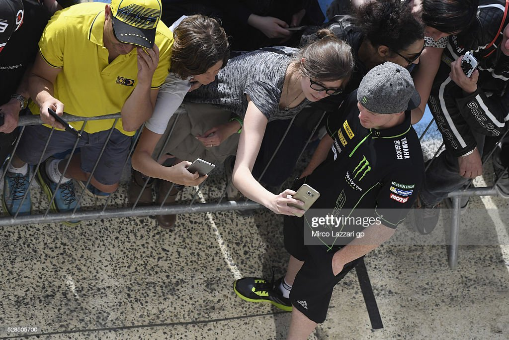 <a gi-track='captionPersonalityLinkClicked' href=/galleries/search?phrase=Bradley+Smith+-+Motociclista&family=editorial&specificpeople=5349000 ng-click='$event.stopPropagation()'>Bradley Smith</a> of Great Britain and Monster Yamaha Tech 3 poses for fans in pit during the MotoGp of France - Press Conference on May 5, 2016 in Le Mans, France.