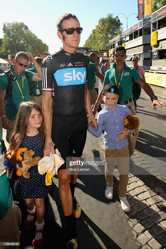 <a gi-track='captionPersonalityLinkClicked' href=/galleries/search?phrase=Bradley+Wiggins&family=editorial&specificpeople=182490 ng-click='$event.stopPropagation()'>Bradley Wiggins</a> of Great Britain and SKY Procycling celebrates ahead of a processional lap with his children after winning the 2012 Tour de France after the twentieth and final stage of the 2012 Tour de France, from Rambouillet to the Champs-Elysees on July 22, 2012 in Paris, France.