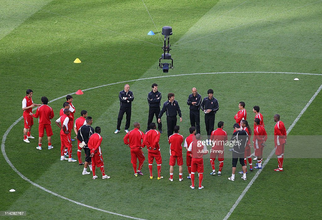 Braga Head Coach Fernando Couto and his coaching staff talk to his players during a SC Braga training session ahead of their UEFA Europa League Final...