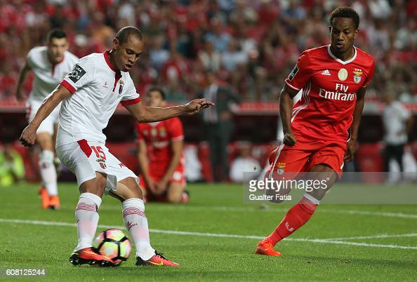 Braga's Brazilian defender Baiano with SL Benfica's forward from Peru Andre Carrillo in action during the Primeira Liga match between SL Benfica and...