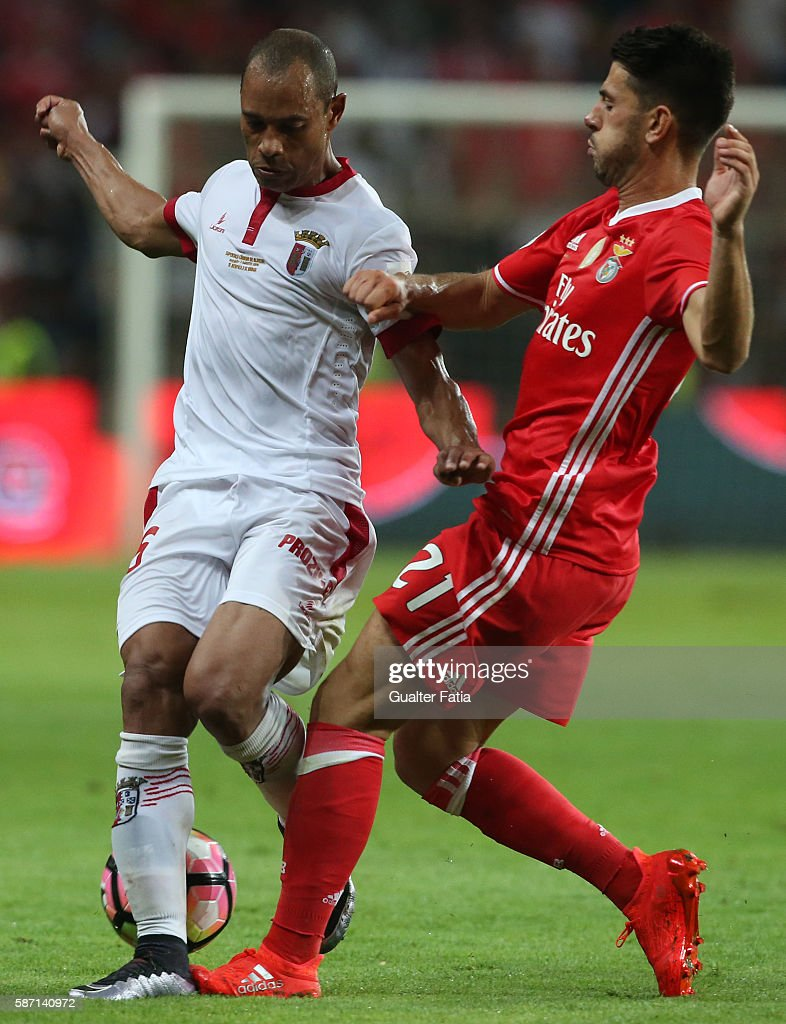 Braga's Brazilian defender Baiano with SL Benfica's midfielder Pizzi in action during the Super Cup match between SL Benfica and SC Braga at Estadio...