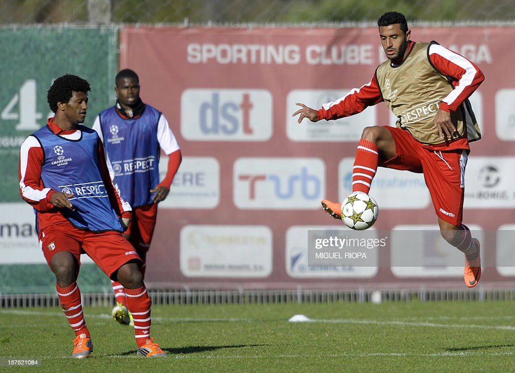 SC Braga's Brazilian forward Carlao (R) controls the ball next to his teammate Cape Verdean forward Ze Luis during a training session at the AXA Stadium in Braga, on December 4, 2012, on the eve of the UEFA Champions League Group H football match against Galatasaray.
