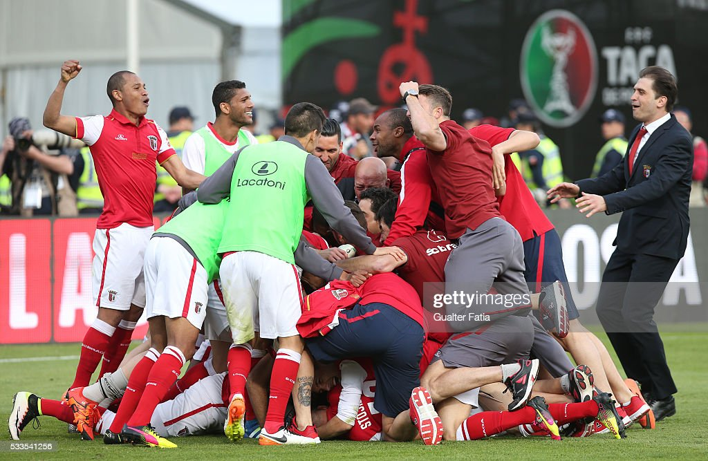 SC Braga's defender Marcelo Goiano celebrates with teammates after scoring the winning penalty in the penalty shootout during the Portuguese Cup Final match between FC Porto and SC Braga at Estadio Nacional on May 22, 2016 in Lisbon, Portugal.