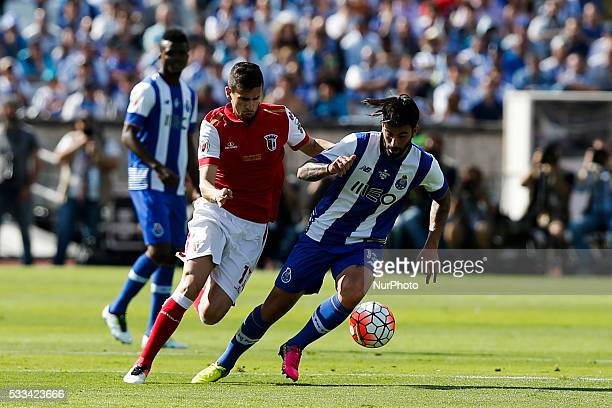 Braga's forward Rui Fonte vies for the ball with Porto's midfielder Sergio Oliveira during the Portuguese Cup football match between FC Porto and SC...