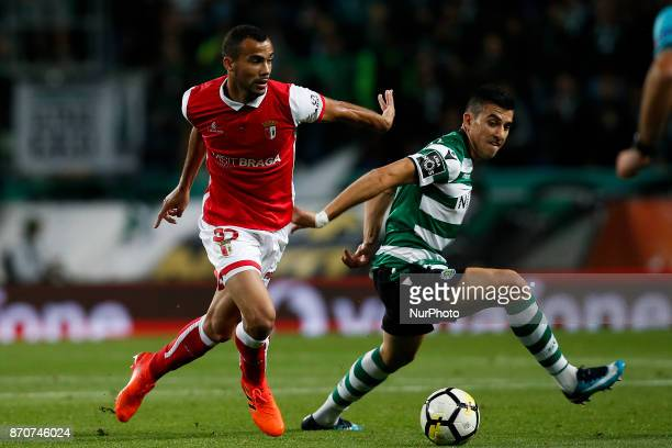 Braga's midfielder Fransergio vies for the ball with Sporting's midfielder Rodrigo Battaglia during Primeira Liga 2017/18 match between Sporting CP...