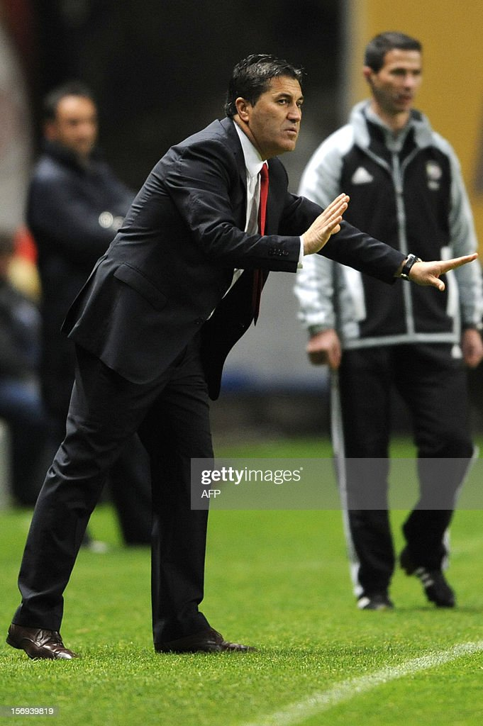 SC Braga's portuguese coach Jose Peseiro reacts during the Portuguese League football match Braga vs Porto, on November 25, 2012 , at Axa Municipal Stadium in Braga. AFP PHOTO / FERNANDO VELUDO