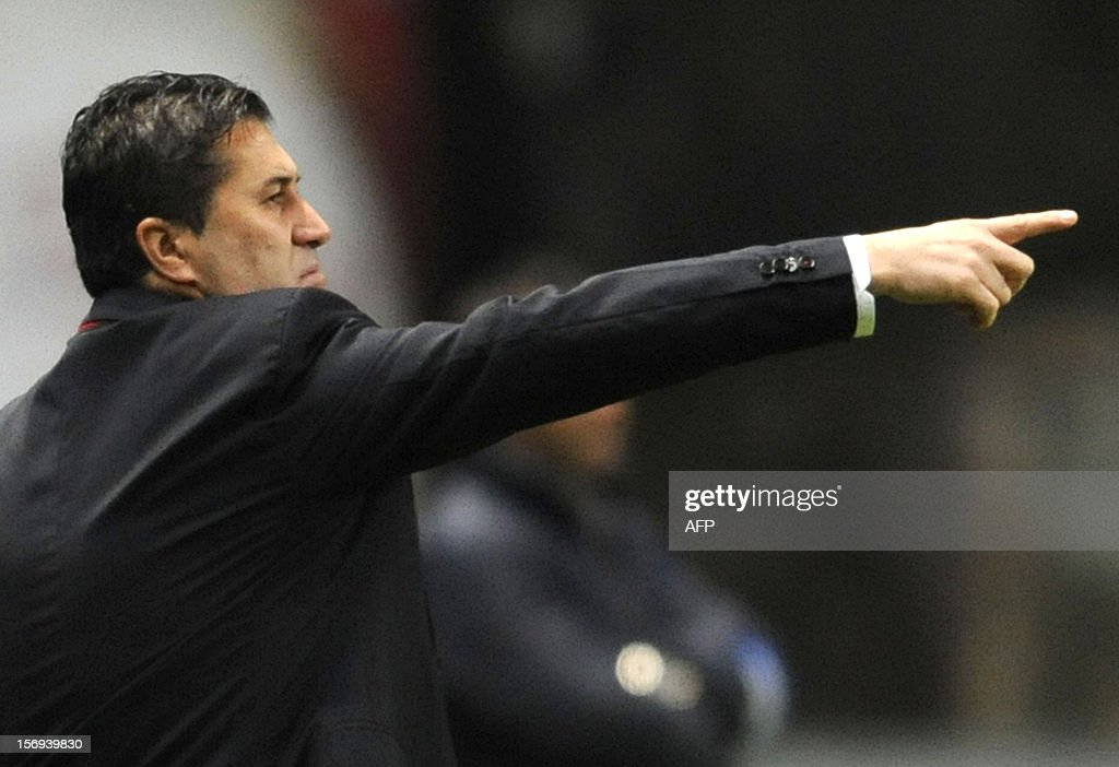 SC Braga's portuguese coach Jose Peseiro reacts during the Portuguese League football match Braga vs Porto, on November 25, 2012 , at Axa Municipal Stadium in Braga. AFP PHOTO / FERNANDO VELUDO