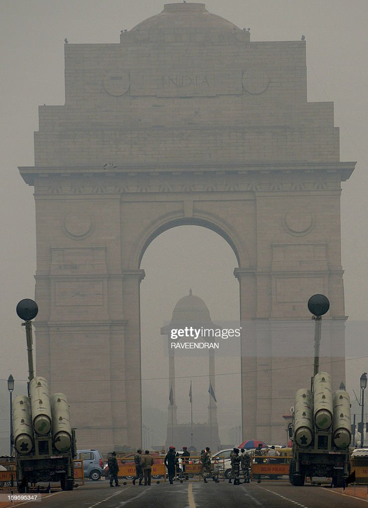 Brahmos cruise missile launchers stand in front of India Gate during a rehearsal for the Indian Republic Day parade in New Delhi on January 17, 2013. India will celebrate its 64th Republic Day on January 26 with a large military parade. AFP PHOTO/RAVEENDRAN