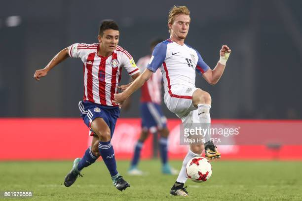 Braian Ojeda of Paraguay and Andrew Carleton of USA battle for the ball during the FIFA U17 World Cup India 2017 Round of 16 match between Paraguay...