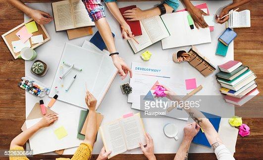 Brainstoming Gruoup de pessoas conceito de trabalho : Foto de stock