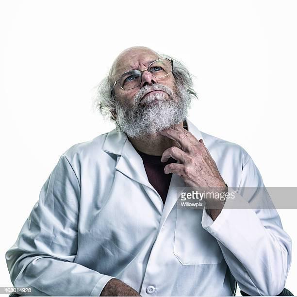 Tempestade Cerebral cientista Coçar pescoço olhando para cima