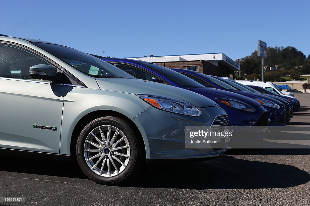 A brand new Ford Focus cars are displayed on the sales lot at Serramonte Ford on : brand new ford cars - markmcfarlin.com