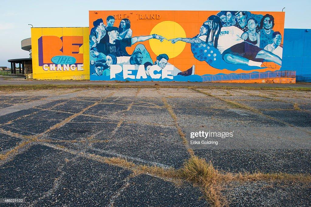 Brandan odums 39 wall of peace mural in new orleans east - Grand calendrier mural ...