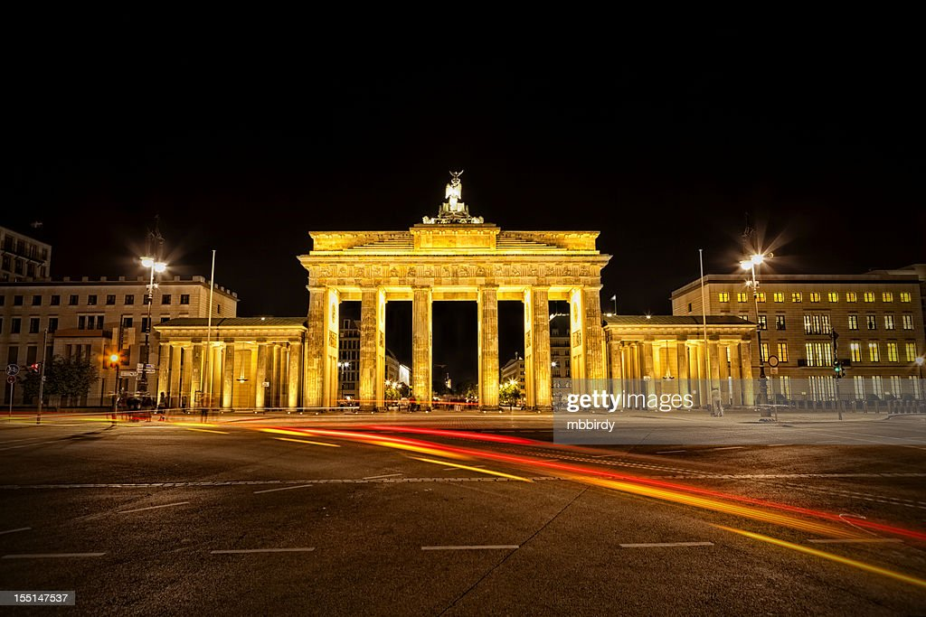 brandenburg gate at night - photo #35