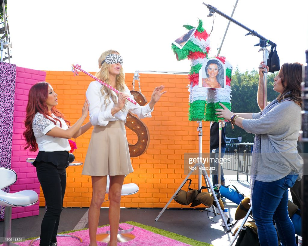 <a gi-track='captionPersonalityLinkClicked' href=/galleries/search?phrase=Brandi+Glanville&family=editorial&specificpeople=841250 ng-click='$event.stopPropagation()'>Brandi Glanville</a> tries to break a pinata on Nicole 'Snooki' Polizzi's new show at 'Extra' at Universal Studios Hollywood on February 19, 2014 in Universal City, California.